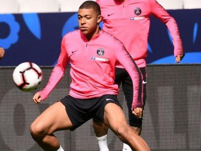Kylian Mbappe (G) et le Brésilien Neymar (D), à l'entraînement au Stade de France, à Saiont-Denis, le 26 avril 2019 - Anne-Christine POUJOULAT [AFP]