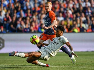 Le défenseur du PSG Presnel Kimpembe aux prises avec le milieu de terrain de Montpellier Florent Mollet le 30 avril 2019    Pascal GUYOT [AFP]