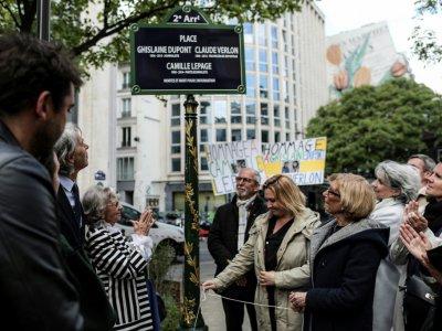 """Une place de 2e arrondissement de Paris a été nommée """"Ghislaine Dupont - Claude Verlon - Camille Lepage"""" en mémoire de trois journalistes tués dans l'exercice de leur métier, le 3 mai 2019    KENZO TRIBOUILLARD [AFP]"""