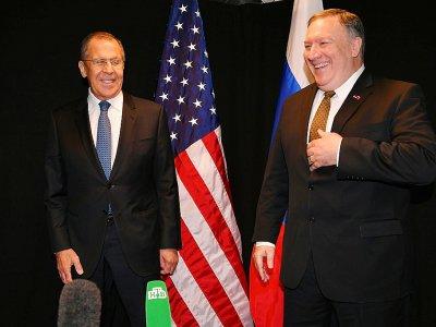 Le chef de la diplomatie américaine Mike Pompeo (d) et son homologue russe Sergueï Lavrov lors d'une rencontre le 6 mai 2019 à Rovaniemin, en Finlande, une semaine avant le voyage du secrétaire d'Etat en Russie    MANDEL NGAN [POOL/AFP/Archives]