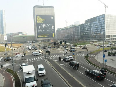 Trafic automobile dans une rue de Milan, le 20 février 2019 en Italie    Miguel MEDINA [AFP]