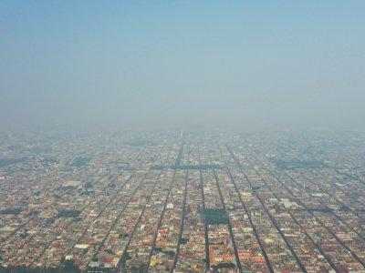 Vue aérienne de la pollution à Puebla au centre du Mexique, le 16 mai 2019    Jose CASTANARES [AFP]