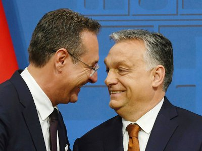 Le vice-chancelier autrichien Heinz-Christian Strache (g) et le Premier ministre hongrois Viktor Orban à Budapest, le 6 mai 2019    ATTILA KISBENEDEK [AFP/Archives]