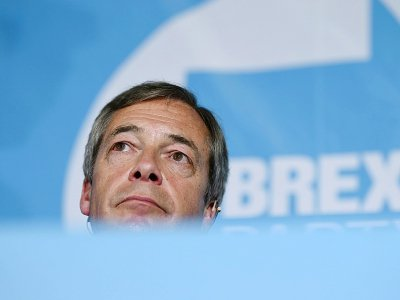 Nigel Farage, chef du Parti du Brexit en tête dans les sondages pour les élections européennes, fait campagne à Pontefract, le 13 mai 2019    Oli SCARFF [AFP/Archives]
