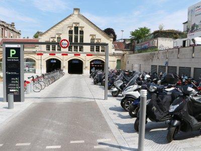 La station Cy'clic a été rapproché et un nouvel espace pour les deux roues motorisés a été prévu. - Pierre Durand-Gratian
