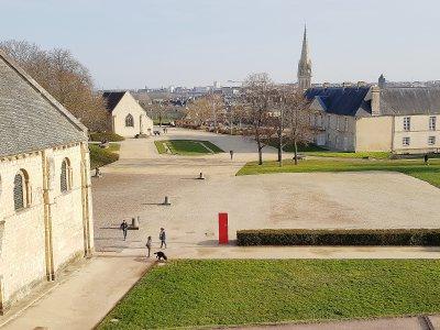 Les cheminements seront revus afin d'être plus intuitifs et d'apporter des précisions sur les différents éléments patrimoniaux, comme ici l'église Saint-Georges. - Célia Caradec