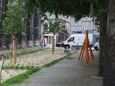 Les abords du temple Saint-Éloi ont été transformés en jardin.    Pierre Durand-Gratian