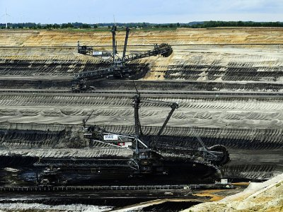Des excavateurs dans une mine de charbon à Garzweiler, près de Cologne, le 25 avril 2019 en Allemagne    INA FASSBENDER [AFP/Archives]