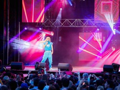 Bilal Hassani sur la scène du Tendance Live 2019    Fem Dimages