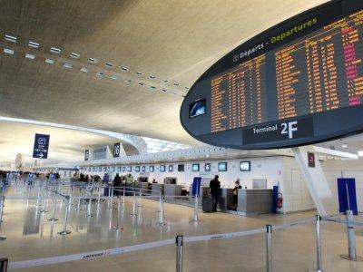 """A l'aéroport de Roissy-Charles de Gaulle, sur 80.000 personnes titulaires d'un badge d'accès aux zones """"réservés"""", 80 personnes font l'objet d'un suivi régulier pour radicalisation et 29 d'un suivi ponctuel    PIERRE VERDY [AFP/Archives]"""