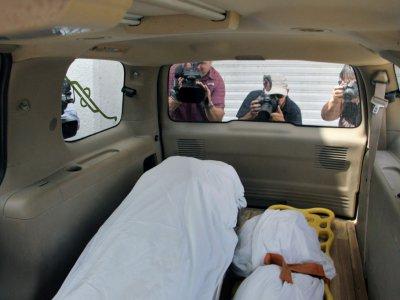 Les corps d'Oscar Martinez et de sa fille Angie Valeria sont transportés vers Matamoros, dans l'Etat mexicain de Tamaulipas, le 26 juin 2019    Marco Rodriguez [AFP]