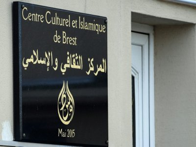 L'entrée de la mosquée de Pontanezen où ont été tirés des coups de feu, à Brest le 27 juin 2019    Fred TANNEAU [AFP]
