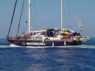Capture d'écran d'une vidéo de Local Team le 6 juillet 2019 montrant le navire humanitaire Alex en route vers Lampedusa    - [Local Team/AFP]