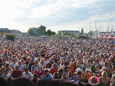 Plus de 15 000 personnes étaient présentes sur le port de Carentan - Tenance Ouest