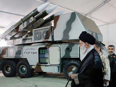 Le guide suprême iranien, l'ayatollah Ali Khamenei, visite une base des Gardiens de la Révolution, photo diffusée le 21 juin 2019 - HO [IRANIAN SUPREME LEADER'S WEBSITE/AFP/Archives]