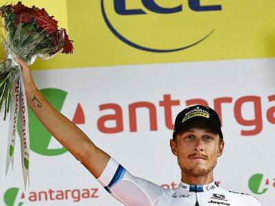 Matteo Trentin sur le podium après sa victoire dans la 17e étape, le 24 juillet 2019 à Gap    Anne-Christine POUJOULAT [AFP]