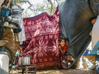 Des enfants dans un camp de déplacés syriens, dans le nord de la région d'Idleb, le 27 juin 2019 - Muhammad HAJ KADOUR [AFP]