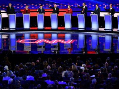 Dix candidats à l'investiture démocrate pour la présidentielle de 2020 lors d'un débat à Détroit, Michigan, le 30 juillet 2019    Brendan Smialowski [AFP]