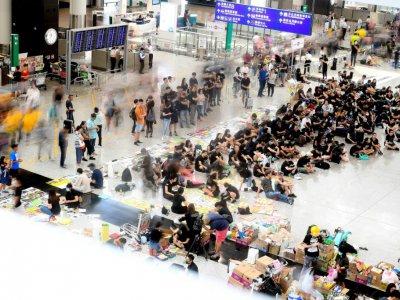 Des manifestants à l'aéroport d'Hong Kong le 11 août 2019    Manan VATSYAYANA [AFP]