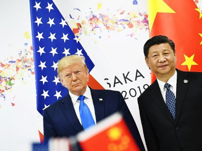 Le président américain Donald Trump (à gauche) et son homologue chinois Xi Jinping se rencontrent pour une réunion bilatérale à l'occasion du sommet du G20 le 29 juin 2019 à Osaka.    Brendan Smialowski [AFP/Archives]