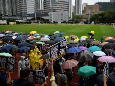 Des manifestants rassemblés dans un stade à Kwai Fong, le 25 août 2019 à Hong Kong    Lillian SUWANRUMPHA [AFP]