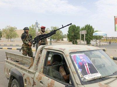 Au Yémen, des séparatistes sudistes patrouillent dans une rue d'Aden, ville reprise aux forces gouvernementales, le 28 août 2019    Nabil HASAN [AFP]