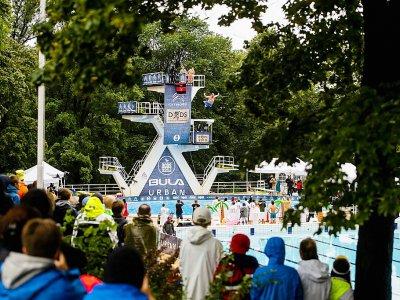 """Un participant du """"championnat du monde de dods"""" s'élance du plongeoir à Oslo, le 17 août 2019    FREDRIK VARFJELL [AFP]"""