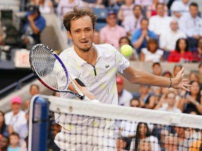 Daniil Medvedev s'est qualifié pour sa première demi-finale de Grand Chelem en battant Stan Wawrinka, le 3 septembre 2019 à New York.    TIMOTHY A. CLARY [AFP]