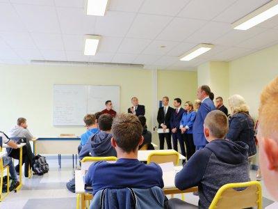 Le ministre a expliqué aux jeunes du lycée agricole d'Yvetot qu'ils avaient fait le bon choix.    Gilles Anthoine