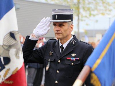 Bruno Louvet, au salut devant les équipes de la Gendarmerie. - Léa Quinio