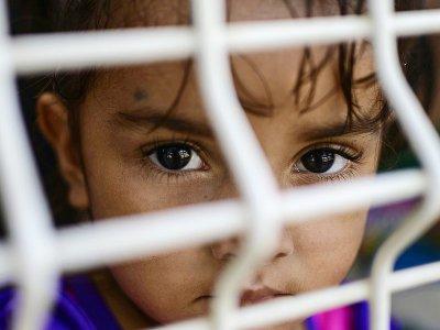 Une enfant patiente au bureau d'immigration mexicain à Ciudad Hidalgo, à la frontière avec le Guatemala, le 6 juin 2019    PEDRO PARDO [AFP]