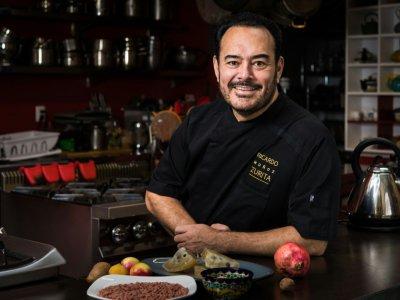 Le chef mexicain Ricardo Muñoz Zurita pose dans la cuisine de son restaurant de Mexico, le 5 septembre 2019    Omar TORRES [AFP]