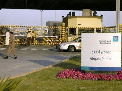 Photo d'archive montrant l'entrée de l'installation pétrolière d'Abqaiq appartenant à Aramco, dans l'est de l'Arabie saoudite, le 25 février 2006    STRINGER [AFP/Archives]