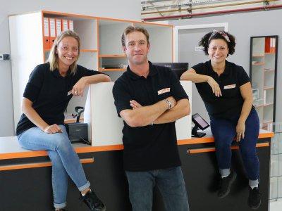 Anne-Sophie, Davy et Liliana (gérante) sont salariés de Bricadabrac. - Léa Quinio