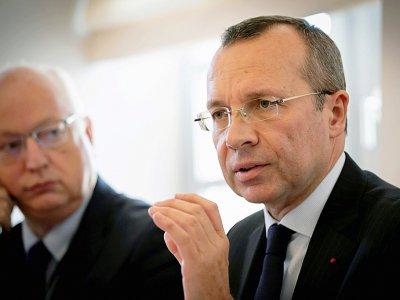 Le préfet de Normandie Pierre-André Durand (d) en conférence de presse le 3 octobre 2019 à Rouen - LOU BENOIST [AFP]