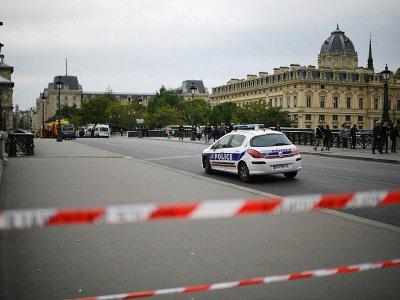 Périmètre de sécurité autour de la Préfecture de police de Paris le 3 octobre 2019    MARTIN BUREAU [AFP]