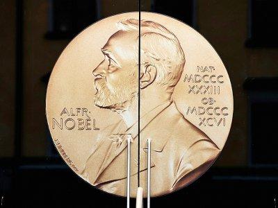 Le profil d'Alfred Nobel orne la porte d'entrée du musée éponyme à Stockholm, le 4 octobre 2019.    Jonathan NACKSTRAND [AFP/Archives]