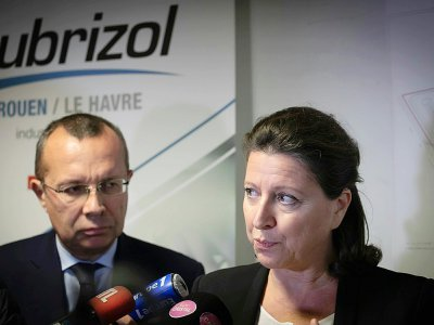 La ministre de la Santé Agnès Buzyn le 27 septembre 2019 à l'unité de sécurité de Lubrizol, à Petit-Quevilly près de Rouen    LOU BENOIST [AFP]