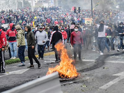 Miles protestan por el alza de los precios de combustibles en Quito, en el décimo día de manifestaciones contra el gobierno de Lenín Moreno - Martin BERNETTI [AFP]