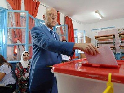 Le candidat à la présidentielle Kais Saied, un indépendant, vote lors des législatives du 6 octobre 2019 à Tunis    Fethi Belaid [AFP/Archives]