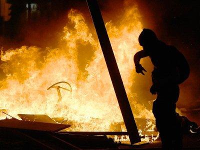 Barricades en flammes pendant une manifestation indépendantiste à Barcelone le 16 octobre 2019 - LLUIS GENE [AFP]