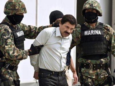 """Le narcotrafiquant Joaquin Guzman alias """"El Chapo"""" (c) est présenté à la presse, le 22 février 2014 à Mexico    RONALDO SCHEMIDT [AFP/Archives]"""