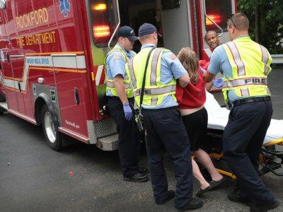 Les pompiers aident une femme victime d'une overdose de médicaments le 14 juillet 2017 à Rockford, dans l'Illinois - SCOTT OLSON [GETTY IMAGES NORTH AMERICA/AFP/Archives]