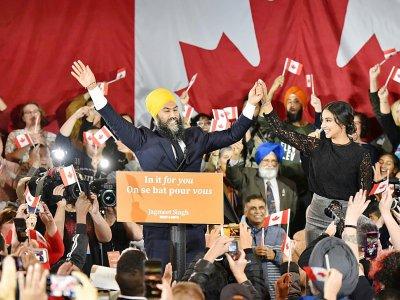 Jagmeet Singh et sa femme Gurkiran Kaur à Burnaby, au Canada, le 21 octobre 2019    Don MacKinnon [AFP]