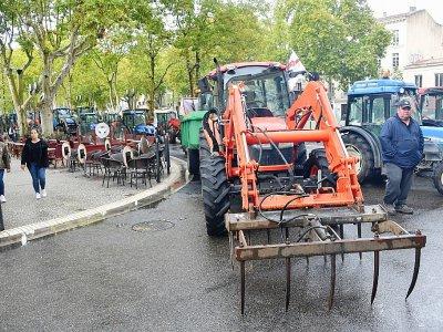 """Manifestation à Nîmes de plusieurs centaines d' agriculteurs pour dénoncer """"l'agribashing"""" les pratiques de la grande distribution et  la concurrence déloyale, le 22 octobre 2019 - Pascal GUYOT [AFP]"""