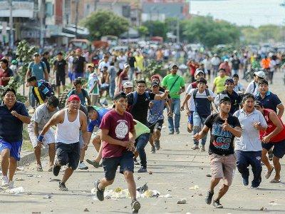 Une manifestation des partisans du candidat d'opposition Carlos Mesa dégénère à Santa Cruz, en Bolivie, le 23 octobre 2019    DANIEL WALKER [AFP]