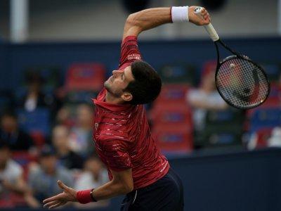 Novak Djokovic contre l'Américain John Isner au 3e tour du tournoi de Shanghai, le 10 octobre 2019    NOEL CELIS [AFP/Archives]