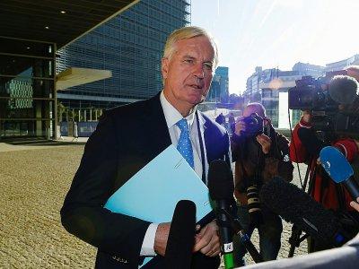 Le négociateur de l'UE sur le Brexit Michel Barnier (c) répond aux questions des journalistes, le 28 octobre 2019 à Bruxelles    JOHN THYS [AFP]