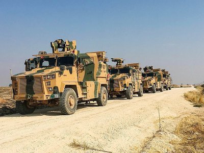 Photo fournie par l'armée turque montrant une patrouille conjointe avec des soldats russes dans le nord-est de la Syrie, le 1er novembre 2018 - HANDOUT [TURKISH ARMY/AFP]