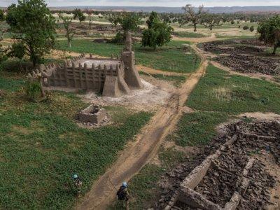 Dans le village peul détruit de Sadia, dans le centre du Mali, le 5 juillet 2019    Marco LONGARI [AFP]